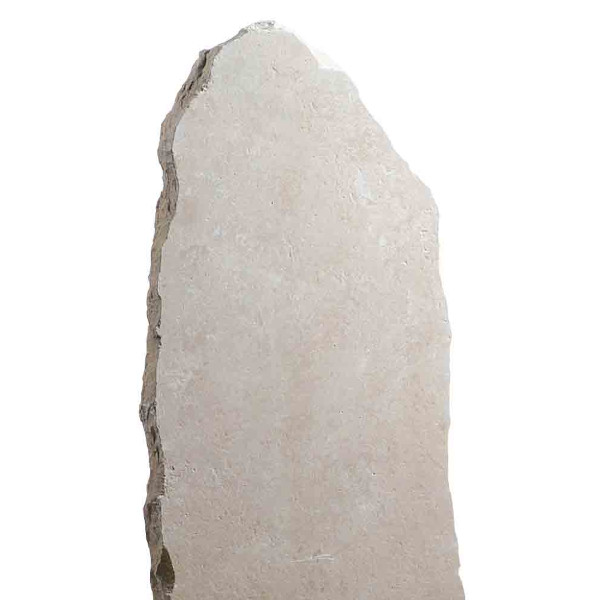 Stèle retaillée pierre irrégulière ocre