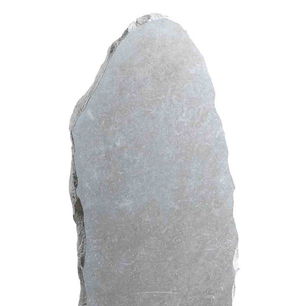 Stèle retaillée pierre irrégulière, gris clair
