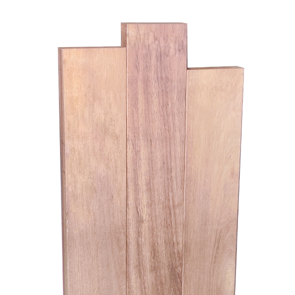 Stèle bois décalée